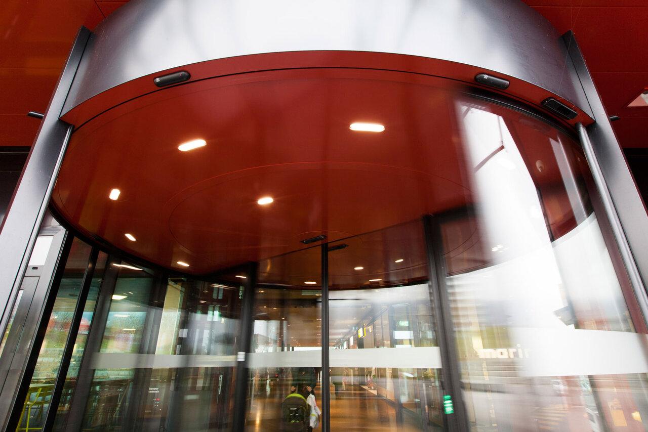 Automatische zweifl gelige karussellt r von record for Porte automatique record